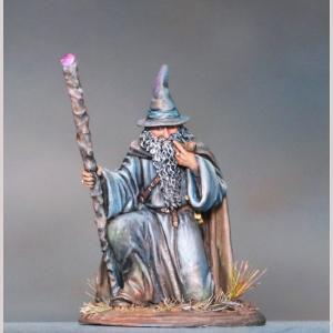 DSM7381 Kneeling Mage with Staff