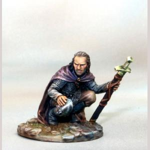 DSM7383 Crouching Warrior with Sword