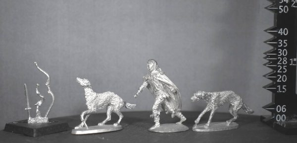 TMM8046 Wood Elf Huntsman with Dogs